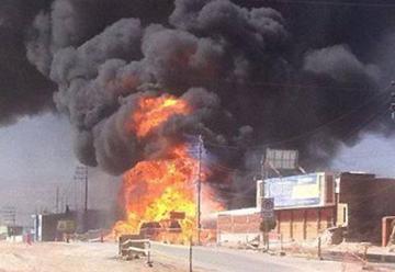 Cisterna de gas explotó tras accidente, dos bomberos heridos.