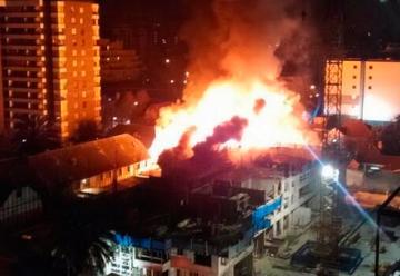 Voraz incendio afectó una bodega