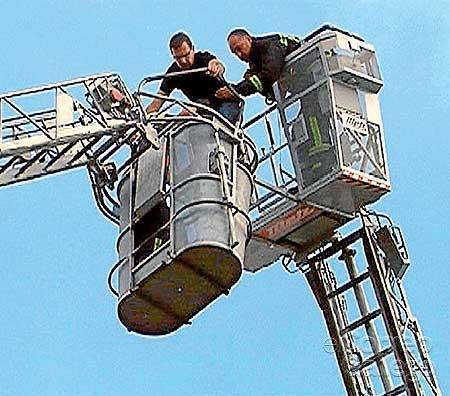 Susto en una exhibición de los bomberos en La Salle
