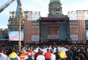 Bomberos voluntarios de todo el país celebraron 130 años en Plaza Congreso