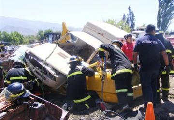 Capacitaron a bomberos en rescate vehicular