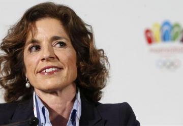 La alcaldesa de Madrid explica por qué no hay mujeres bombero