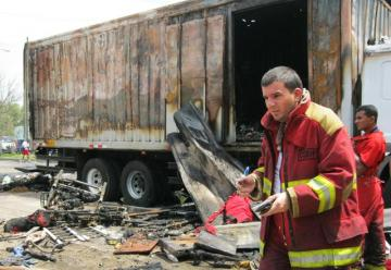 Dan de alta a bombero herido en deflagración de cisterna
