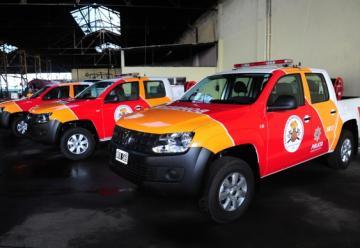 3 camionetas 0 km para los Bomberos Zapadores de Rosario
