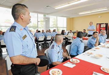 Reconocen labor de 30 bomberos