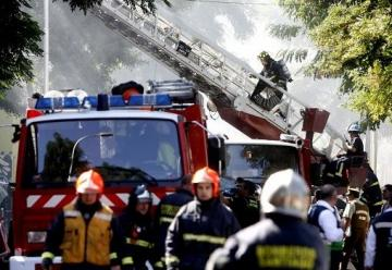 Dos bomberos lesionados deja incendio en Puerto Montt