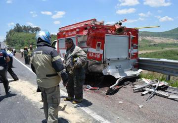 Un tráiler sin frenos impactó sobre los vehículos de emergencias