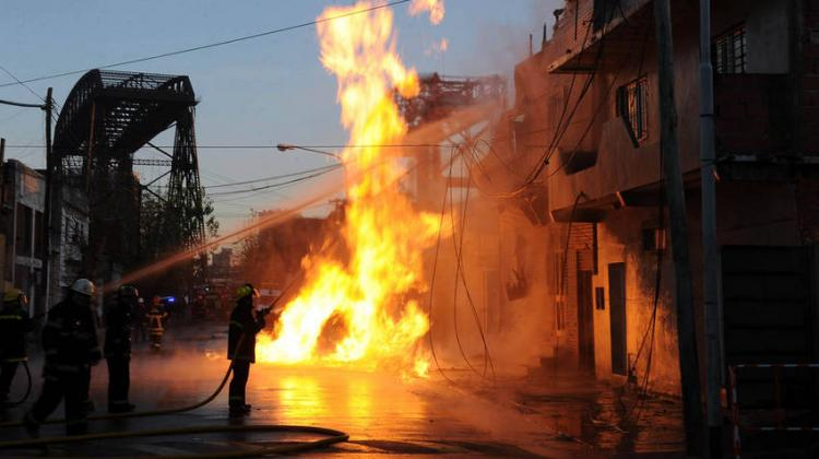 Alarma por escape de gas e incendio en Avellaneda