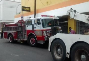 Camión de Bomberos choca contra autobús