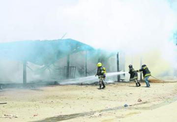 Incendio en mercado de Danlí deja al menos 48 negocios carbonizados