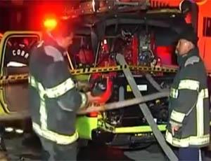 Voraz incendio devoró fábricas y viviendas en Santa Rita