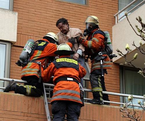 Bomberos de Temuco salvó a un reconocido médico de morir en un incendio