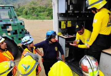 Falla en helicóptero frenó una práctica de los bomberos
