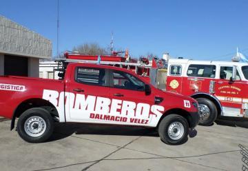 Bomberos Voluntarios de Dalmacio Velez festejo un nuevo aniversario con dos nuevas unidades