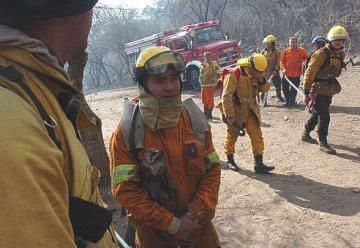 Una cosa son los bomberos y otra las personas que nunca agarraron una manguera