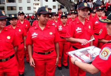 Se graduaron 280 bomberos voluntarios en Lima