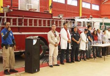Capacitan a bomberos y personal de rescate