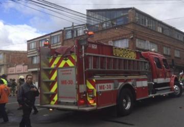 Seis bomberos lesionados por inhalación de gases en el sur de Bogotá