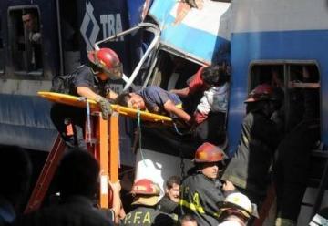 Procesan a tres bomberos por la tragedia de Once