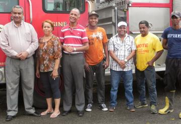 Ayuntamiento recibe el nuevo camion de los bomberos