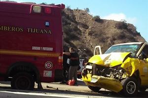 Taxi chocara contra una ambulancia de Bomberos