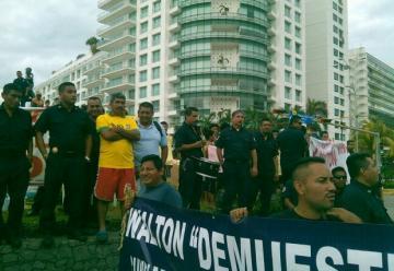 Protestan bomberos en Acapulco