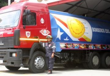 Bomberos de Vargas tienen un camión cisterna nuevo