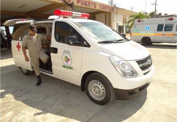 Comisión de seguridad ciudadana entrega ambulancia a bomberos