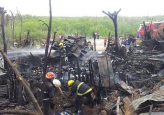 Cinco bomberos lesionados en un incendio en Sapere