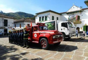 Entregaron vehículo para bomberos de oibanos