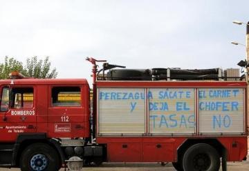 Las pintadas en los camiones de bomberos van dirigidas al alcalde, y al concejal