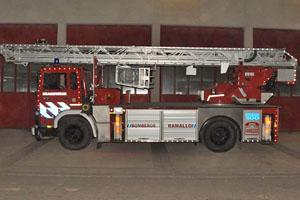 Bomberos Voluntarios de Ramallo cuentan con una nueva escalera mecánica