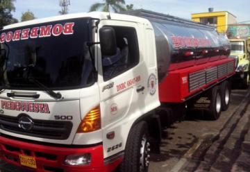 Bomberos Voluntarios de Piedecuesta, presento un nuevo camión tipo cisterna