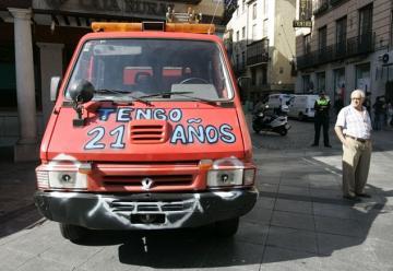 Un camión de bomberos con 21 años de servicio se avería en plena plaza