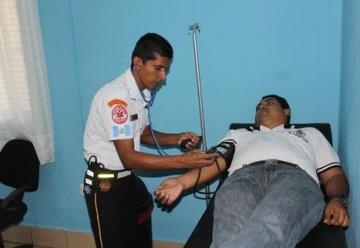 Bomberos Voluntarios instalan clínica de atención primaria en las compañias