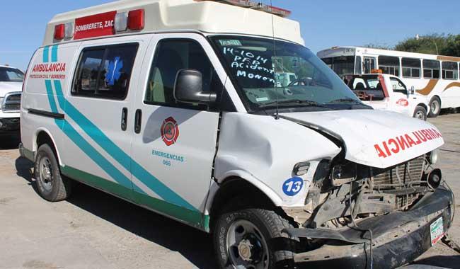 Choca una ambulancia de bomberos de Sombrerete deja 4 heridos