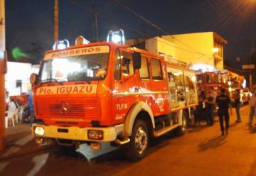 Bomberos Voluntarios de Pto Iguazú presento sus tres nuevos vechiculos