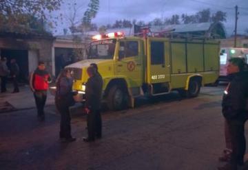 Agreden a los bomberos cuando intentan sofocar un incendio