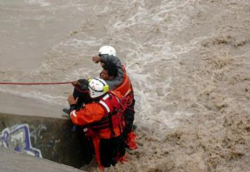 Bomberos rescató a cuatro pescadores del dique Las Maderas