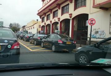 Taxis bloquean salida de carros de bomberos en La Serena