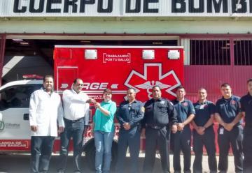 Entrega la Secretaría de Salud ambulancia a Bomberos de Parral
