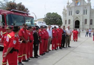 En ceremonia entregan vehículos para las Compañías de Bomberos de Sullana y Piura