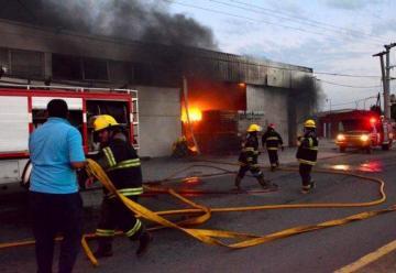 Voraz incendio en una empresa de Villa Nueva