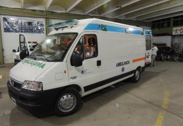 Bomberos Voluntarios de Villa María recibe ambulancia
