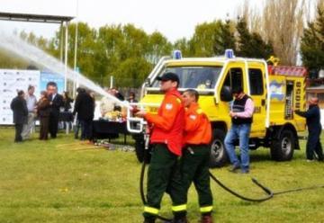 Se entregó Autobomba forestal a bomberos
