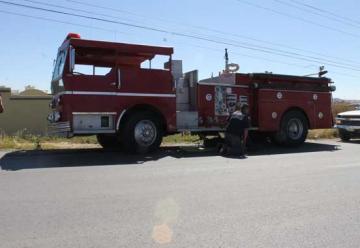 Dejan sin combustible a ambulancia y carro bomba
