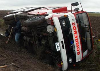 Volcó una unidad de bomberos de Norberto de la Riestra