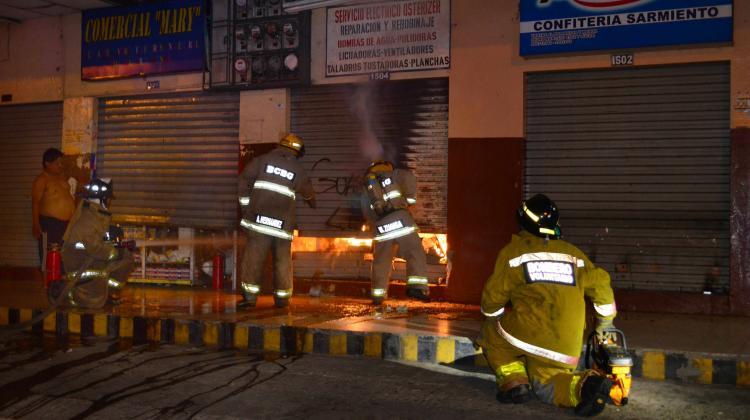 Incendio consumió un local en el centro de Guayaquil
