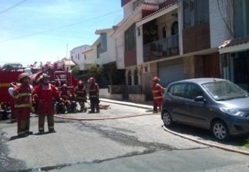 Dos motobombas de los bomberos se malograron en medio de incendio