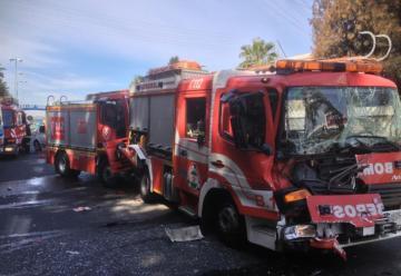 Chocan dos camiones de bomberos en Reus